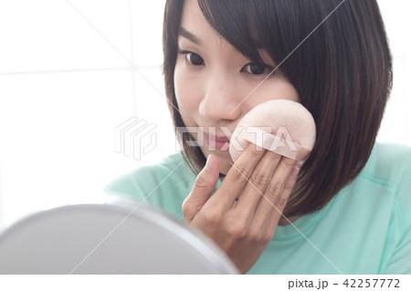 化粧 メイクアップ お化粧 42257772
