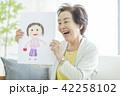 女性 シニア 老人の写真 42258102