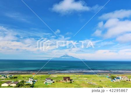 北海道 青空の日本海と利尻富士 42295867
