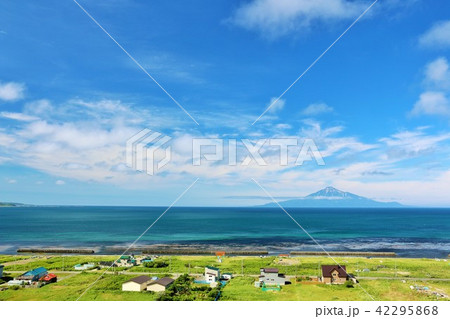 北海道 青空の日本海と利尻富士 42295868