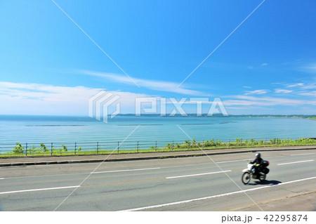 北海道 青空と海とバイク 42295874