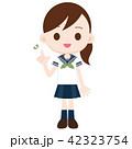 半袖セーラー服の女子高校生 緑スカーフ 指差しポーズ 42323754