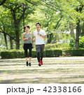 ミドル カップル ジョギング イメージ 42338166
