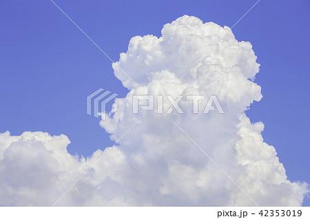 青い空と入道雲 42353019
