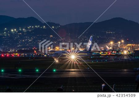 伊丹空港(大阪国際空港)からの離陸 千里川 42354509