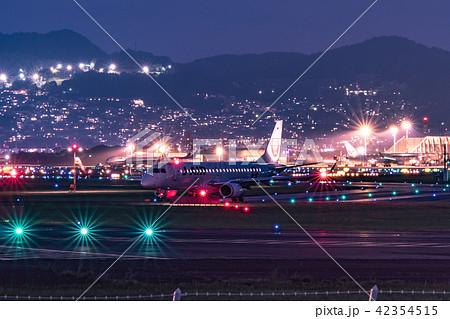 伊丹空港(大阪国際空港)からの離陸 千里川 42354515