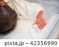 赤ちゃんの手 42356990