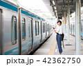 電車待ちイメージ シニア女性 プチ旅行 42362750