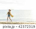 海 ビーチ 女性の写真 42372319