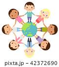 地球を囲んで輪になる世界の人々 人種 男女 かわいい フラット イラスト 42372690