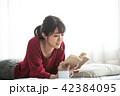 読書 女性  42384095