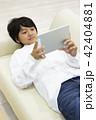タブレットを触る中学生 42404881
