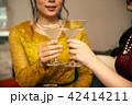 カクテル 女性 飲むの写真 42414211