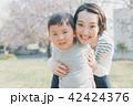 母子 笑顔 親子の写真 42424376