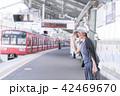 電車待ちイメージ シニア女性 プチ旅行 42469670