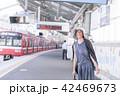 電車待ちイメージ シニア女性 プチ旅行 42469673