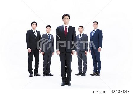ビジネス 白バック 大人数 ビジネスマン 男性 42488843