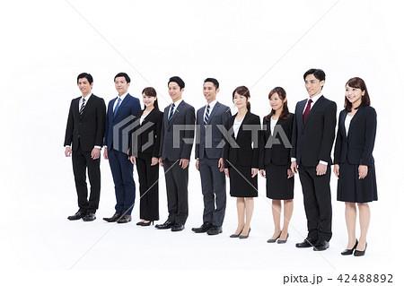 ビジネス 白バック 大人数 ビジネスマン 男性 42488892