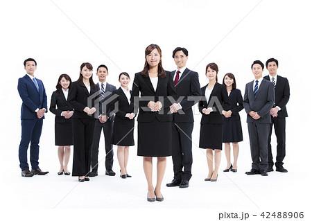 ビジネス 白バック 大人数 ビジネスマン 男性 42488906