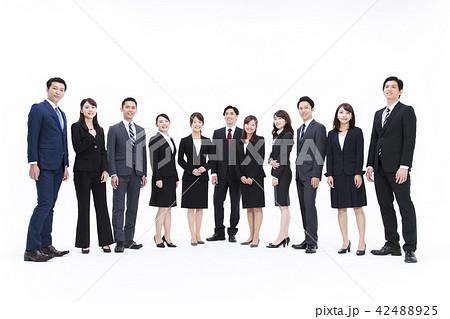 ビジネス 白バック 大人数 ビジネスマン 男性 42488925