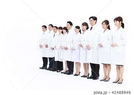 科学者 医者 科学 チーム 大人数 研究 女性 男性 42488949