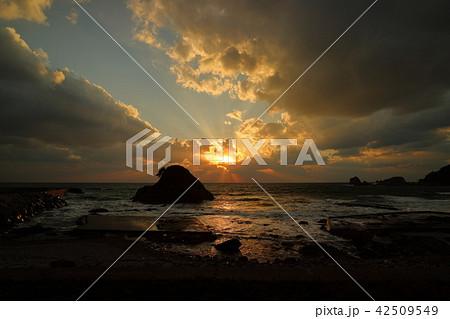 世界遺産白神山地の秋 十二湖海浜公園から望む日本海の夕日① 42509549