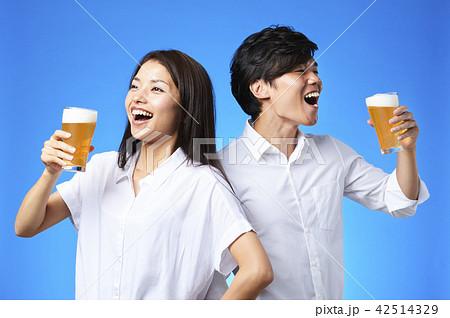 ビール 乾杯 42514329
