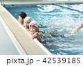 スイミング 泳ぐ子供 42539185