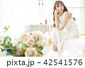 ポートレート 女性 ドレスの写真 42541576
