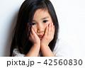 女の子 ポートレート 表情 42560830