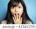 女性 ポートレート 表情 42561250
