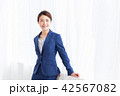 ビジネス 女性 笑顔の写真 42567082