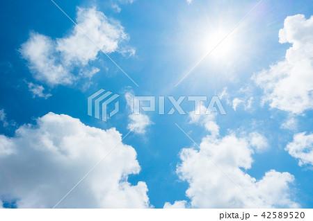 青空 太陽 空 雲 背景 背景素材 42589520