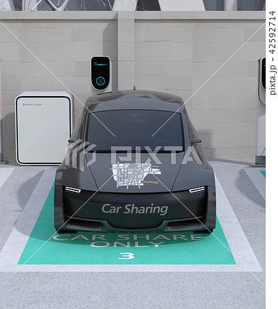 カーシェアリング専用駐車場に充電している電気自動車の正面イメージ 42592714