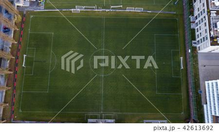【空撮写真】サッカーグラウンドを上空からみた景色 42613692
