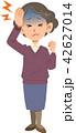 頭痛に苦しむ中高年の女性 42627014