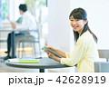 女性 ビジネスウーマン コピースペースの写真 42628919