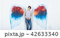 女性 壁 天使の写真 42633340