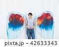 女性 壁 天使の写真 42633343