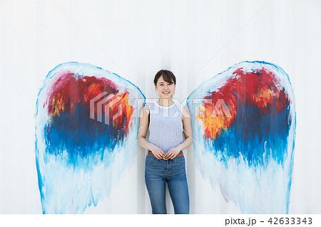 天使 羽 女性 42633343