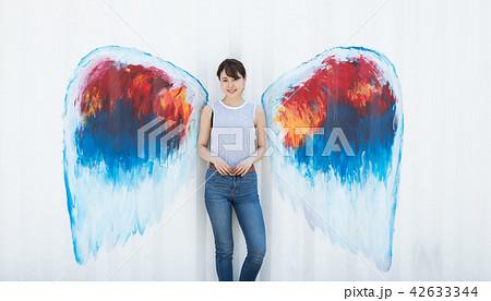 天使 羽 女性 42633344