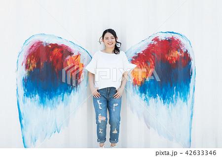 天使 羽 女性 42633346