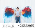 女性 壁 天使の写真 42633965