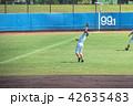 野球 選手 白球の写真 42635483