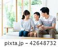 家族 若い リビングの写真 42648732