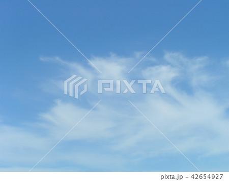 夏の青空と白い雲 42654927