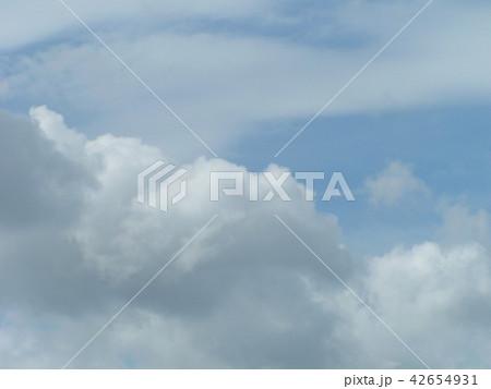夏の青空と白い雲 42654931