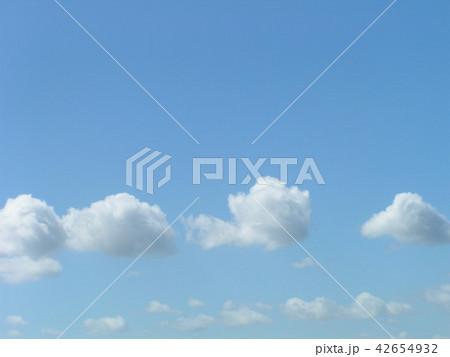 夏の青空と白い雲 42654932