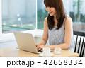 カフェ パソコン ビジネスの写真 42658334