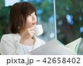 アジア人 コーヒー 喫茶店の写真 42658402